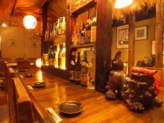 落ち着いた雰囲気のカウンター席。ちょっと一杯、お食事だけのお客様などがご利用されてます。