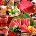 魚鮮水産の魚は鮮度抜群!当店自慢の刺身は素材の鮮度が命!本当に旨いお魚を召し上がっていただきたい一心で、全国の各漁場から選りすぐりの魚を仕入れています。手間を惜しまず新鮮さにこだわった自慢のマグロ・活鯵刺身をどうぞお召し上がりください!その他にも新鮮な魚介を使用したお料理を取り揃えております♪