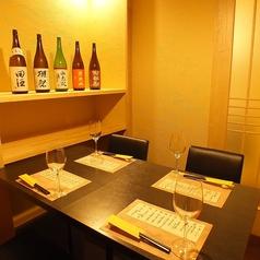 【2名様~完全個室】ゆったりできる個室になっております!2名から4名の完全個室です。誕生日/記念日等プライベートシートにオススメのお席は周りを気にせずお食事いただけます。内容充実のコースもご準備。牛タン地酒をお楽しみいただける全料理10品コースは通常9000円→7000円でかなりお得!