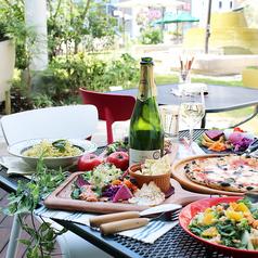 ランチにカフェタイムに!緑の庭園を眺めながらゆったりできるテラス席が人気★