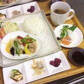 【ランチメニュー★】日替わりランチプレート 980円(お造り2種、副菜2種、ごはん、味噌汁、香の物)