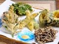 料理メニュー写真沖縄食材が満載の『天ぷら盛り合わせ』
