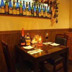 【テーブル席】2名様用テーブルは友人同士や恋人同士に最適です。テーブルも広くなっているのでゆっくりとお過ごし頂けます。