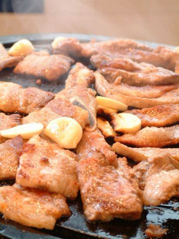 ★元祖豚焼肉専門店★メディアが絶賛した味がここに!国産最高上質生豚だけ使用。