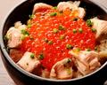 料理メニュー写真いくらと鮭の親子丼