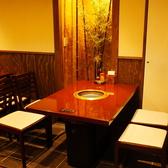 リニューアルしたばかりのおしゃれなテーブル席で美味しいお肉をどうぞ♪