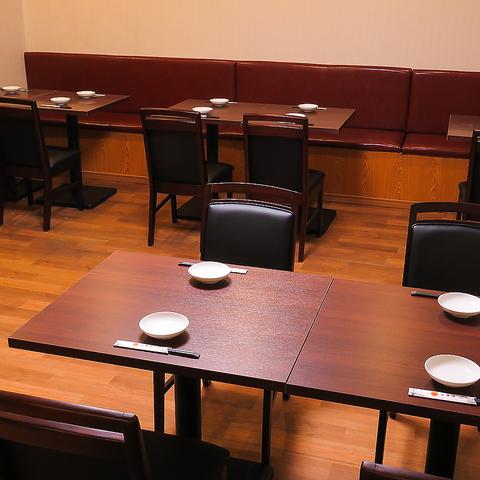 【4名テーブル席多数】テーブル席ご用意多数!片側がソファのお席もあります。