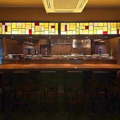 カウンターも広々!お料理を眺めながらお食事が楽しめます。