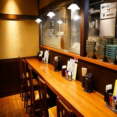 一人様でのお食事や一杯にも最適なカウンター席。カウンター席はカップルやお一人様にも大人気!ゆっくりと一人飲みやデートにもお気軽にお立ち寄りください。気兼ねなくご利用頂けます。大手町にお立ち寄りの際はぜひ野らぼーをご利用下さい。[大手町/うどん/居酒屋/和食/天ぷら/鍋/宴会/飲み放題 ]
