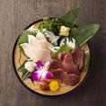 様々なシチュエーションに対応出来る鍋・鮮魚・馬刺し・逸品料理の数々...当店でぜひ、全国各地の郷土料理をご堪能ください。