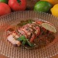 料理メニュー写真タコとフレッシュトマトのハーブカルパッチョ