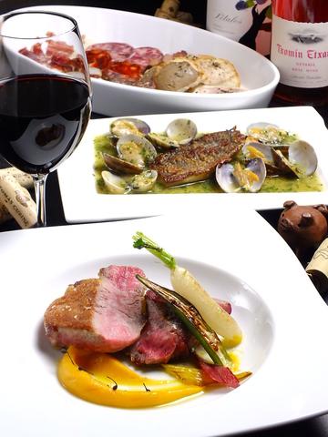 スペイン料理とコンディションの良いワインを揃えております。