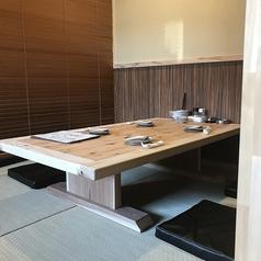簾で区切り半個室の様な座敷席!席を繋げて半貸切も可能!