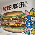 アメリカンポップなかわいらしい内装の店内で、食らう絶品ハンバーガー!
