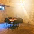 コンクリート秘密のお部屋&テーブル席貸切★8名から予約可能♪最大人数40名♪【分煙可能】店長はふたりの女の子のパパ!子供たちも楽しめる空間を…そんな考えから生まれた秘密のお部屋(個室)があります。イベント/パーティー/セミナーの際はキッズスペースとしてのご利用もOKです♪