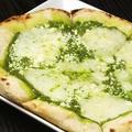 料理メニュー写真モッツァレラとリコッタのバジルソース