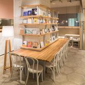 心斎橋、南堀江でおなじみの「TABLES」タブレスに、アジアンテイストのメニューを取り入れた新しいスタイルのブックカフェができました。