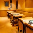 【半個室テーブル席12名様迄】プライベート感のあるテーブル席。ゆったりお食事を楽しむのにもおすすめです。