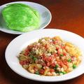 料理メニュー写真魚介類のたたきレタス包み/えびの湯葉巻き揚げ/マナガツオの甘酢あんかけ
