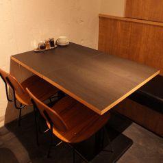 ゆったりとしたテーブル席もお勧めです!