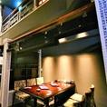 【1階の6名様用のテーブル半個室】開放感抜群で人気のこのお席。合コンやデート、ちょっとした会社の宴会などバリエーション豊かにご利用いただけます♪栄で居酒屋をお探しでしたら是非、新九 栄本店をご利用くださいませ!