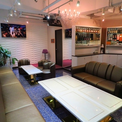 当店地下フロアにレンタルスペースをご用意しています。持ち込み可能です。