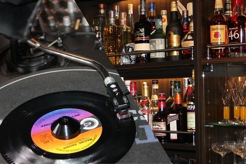 武蔵小山の住宅街にあるBAR。60・70年代ソウルミュージックをお愉しみください。