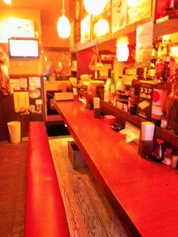 気軽に日本酒を飲める店。種類の豊富さと居心地の良さで、男女問わず1人客が多い。