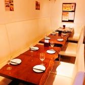 ゆったりお寛ぎ頂けるテーブル席。リラックスしてお食事をお愉しみ頂けます。