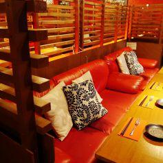 間接照明がキレイなソファ個室です。