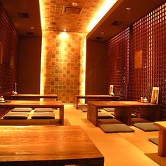 2Fお座敷席。和モダンで落ち着いた雰囲気のお座敷席は20名様までと30名様までの2部屋ご用意しております。