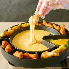 ◎UFOフォンデュ◎新大久保で話題の韓国グルメ!4種の甘辛チキンをチーズに絡めて召し上がれ♪