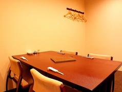 2階のテーブル席。座椅子のため疲れにくい仕様となっております