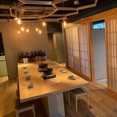 【和の上質な空間】落ち着いた趣のある和空間。本格和食をゆったりとお楽しみいただけます。大阪が誇る地ブランド肉の『河内鴨』はもちろん、日本酒やワインなど鴨肉と相性抜群の厳選したお酒もご用意しております。