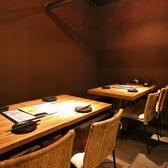 【仕切り付き半個室のテーブル席】全席仕切りがついているので半個室感覚で寛げます。