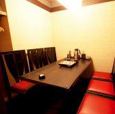 1F6名様用テーブル席。もちろん個室です