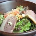 料理メニュー写真スモーク鴨のシーザーサラダ