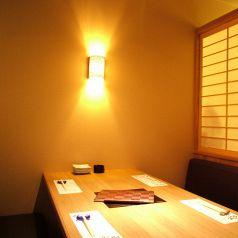 【2階】半個室風のテーブル席はゆったり落ちつきます。