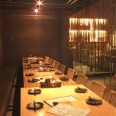 【半個室のテーブル席:宴会利用に!】テーブル席は仕切りを外せば宴会利用も出来ます!人数に合わせてテーブル席も準備をしてくれます。半個室状態なので各種宴会に◎