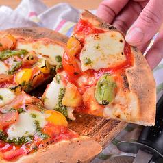 料理メニュー写真たっぷりトマトのマルゲリータ