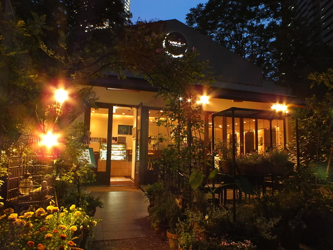 東京タワーのすぐ下のレストラン「タワシタ」のオーナーが手がけるカフェビストロ。