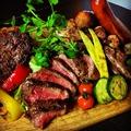 料理メニュー写真贅沢!牛、豚、鶏の3種肉盛り