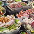 こだわりの食材を使ったお料理を盛り込んだボリューム満点のコースに種類豊富な飲み放題がついて3000円から!少人数から大人数まで、各種ご宴会承っております!人気のメイン鍋が3種類から選べるコースもぜひご利用ください!