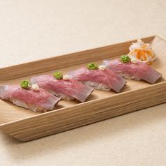 料理メニュー写真ローストビーフのお寿司 (4貫)
