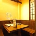 テーブル席は4名用・2名用が各1卓ずつあります。2つを繋げれば半個室利用もOK!