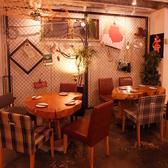 【店内フロア席】4名様用テーブル。当店自慢のテーブルです!手作りです。笑 合わせて8~10名様にも対応可能。他の店では味わえない空間☆「Funabashi Baseあそび船橋店」