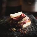 料理メニュー写真プレミア和牛のミルフィーユサンド 1個