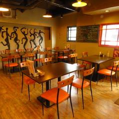 4名様・6名様用のテーブル席。つなげてのご利用も可能です。