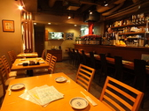 ゆっくりお酒と料理を楽しめるテーブル席♪お席をくっ付けて、様々な人数に対応可能です!仲間や同僚と仕事の帰りに是非お立ち寄りください!