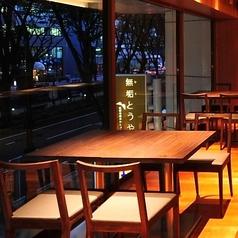 大きな窓からは仙台のシンボルでもある定禅寺通りの並木をご覧頂けます。料理やお酒だけではなく、開放感のある眺めの良い空間をお楽しみください☆